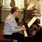 Бэтти Ботрини, лауреат Окружного смотра-конкурса исполнителей - вокал,  романсы на стихи С.Короткова